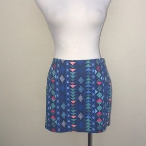 New Hollister graphic mini skirt sz 5 arrows